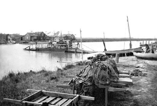 Walberswick, Ferry 1919 : Stock Photo