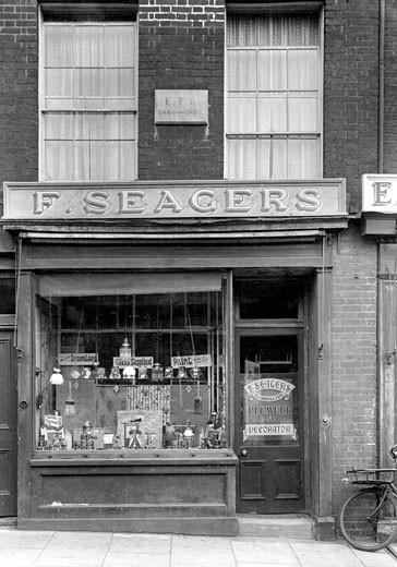 Woodbridge, Seagers 1929 : Stock Photo