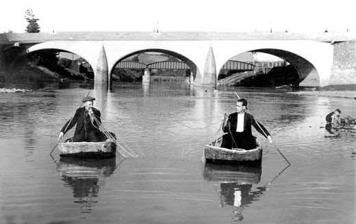 Carmarthen, Coracle Fishing on the Towy c1950 : Stock Photo