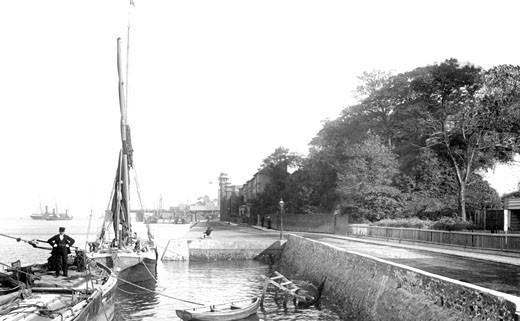 Gravesend, Clifton Marine Parade 1902 : Stock Photo