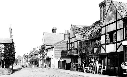 Crawley, Middle Square 1903 : Stock Photo
