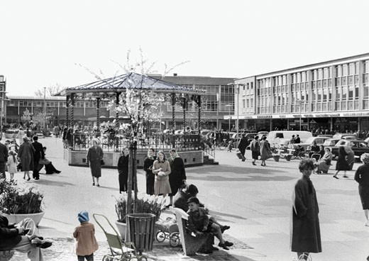 Crawley, Queen's Square c1960 : Stock Photo