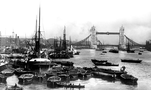 London, Tower Bridge and Pool of London c1920 : Stock Photo