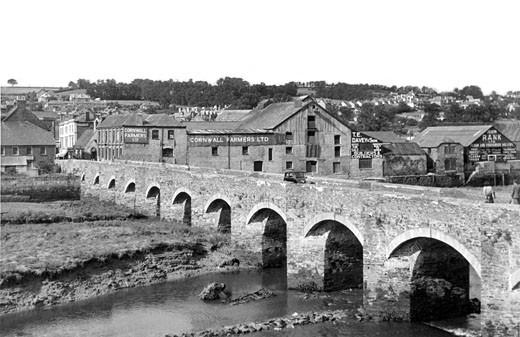 Wadebridge, the Bridge c1955 : Stock Photo