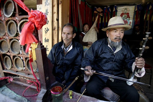 Musicians busking for a living, Lijiang, Yunnan Province, China : Stock Photo