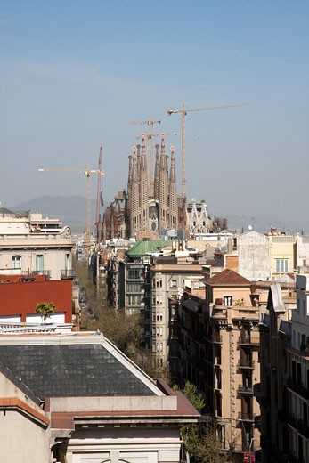 Stock Photo: 1783-20154 Temple Expiatori de la Sagrada Familia as seen from roof of La Pedrera, Barcelona, Spain.