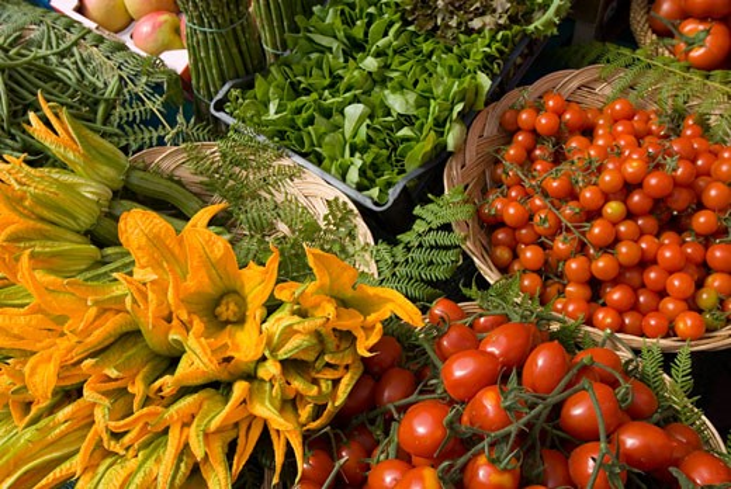 Stock Photo: 1783-2105 Vegetables for sale in the Campo de Fiori market, Rome, Italy.