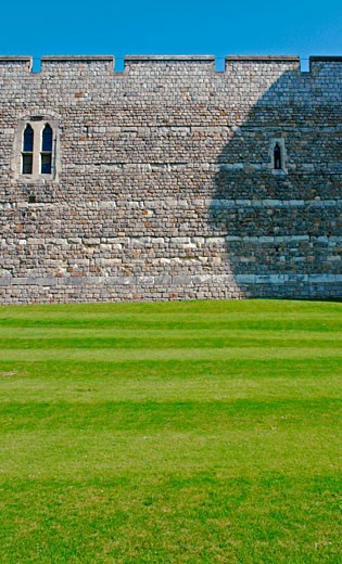 Defense wall of Windsor Castle, Windsor. : Stock Photo