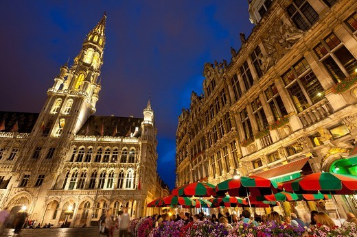 People eating and drinking at cafe tables at dusk in the Grand PlaceBrussels, Belgium. People eating and drinking at cafe tables at dusk in the Grand Place : Stock Photo
