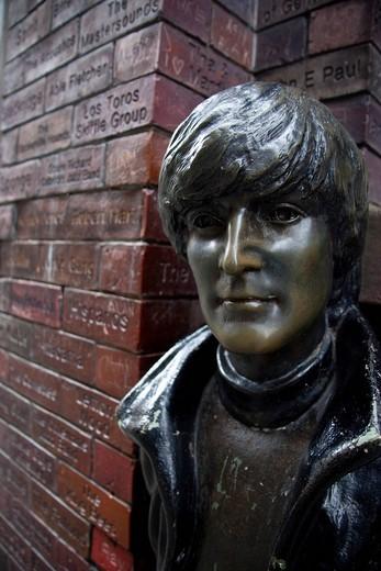 Mathew Street, John Lennon Statue , England, Liverpool, Mathew Street. Mathew Street, John Lennon Statue : Stock Photo
