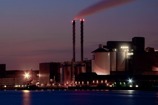 Smoke from factory at duskLondon, UK. Smoke from factory at dusk : Stock Photo