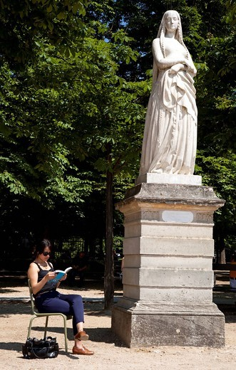 Woman reading in the Jardin du Luxembourg The Luxemberg GardensParis, France, Europe. Woman reading in the Jardin du Luxembourg The Luxemberg Gardens : Stock Photo