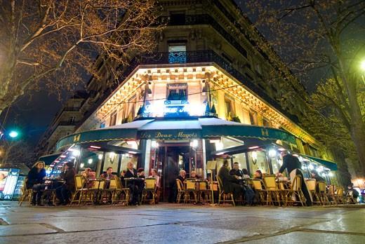 Les Deux Magots at night,  Saint-Germain-des-Prés, Paris, France : Stock Photo