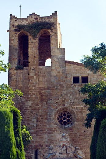 Church in medieval village of Pals,  Costa Brava, Catalunya, Spain : Stock Photo