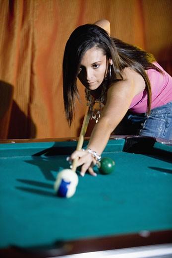 Young woman shooting pool : Stock Photo