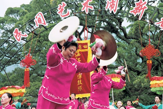 Stock Photo: 1787R-2409 Winter jasmine folk art performance in country forest park, Fuzhou City, Fujian Province of People's Republic of China,