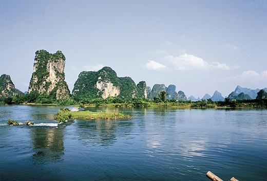 Stock Photo: 1787R-3569 Yulong river, Yangshuo, Yangshuo County, Guilin City, Guangxi Zhuang Nationality Autonomous Region of People's Republic of China
