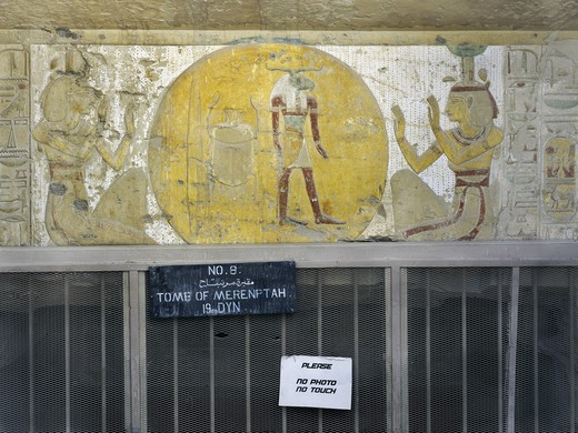 Egypt, Thebes, Luxor, Valley of the Kings, Tomb of Merneptah, mural painting of Solar disk enclosing scarab sun-god Khepri and ram-head god between sister goddesses Isis and Nephthys, from nineteenth dynasty : Stock Photo