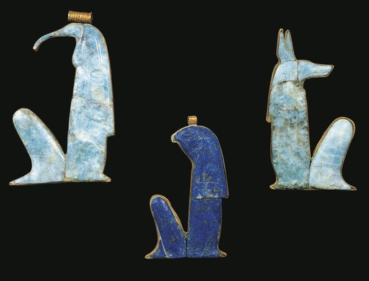Egypt, Thebes, Luxor, Valley of the Kings, Tomb of Tutankhamon, gold and lapis lazuli amulets representing Gods Thot and Anubi, from Tutankhamon period : Stock Photo
