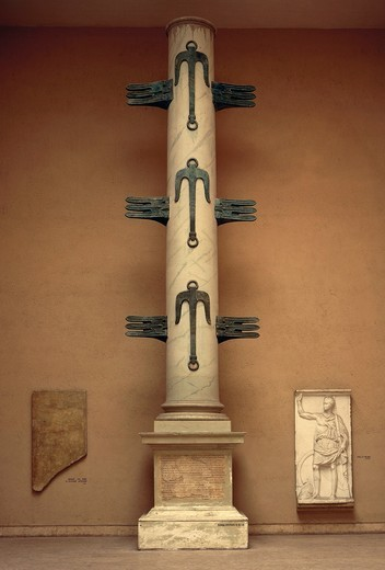 Roman civilization, column with Ship bows erected in honor of Gaius Duilius for naval victory of Milazzo (First Punic War) : Stock Photo