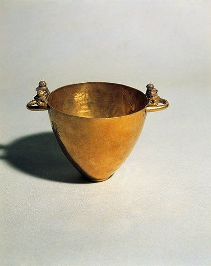 Etruscan civilization, Skyphos (bowl in the shape of a cup) oriental zing. From Palestrina : Stock Photo