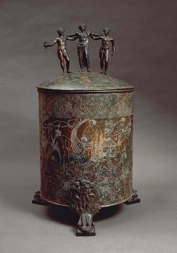 Cista Ficoroni, cylindrical bronze jewel casket with lid found at Palestrina (ancient Praeneste), Rome province) by Francesco de' Ficoroni, antiquary, in 1738 : Stock Photo