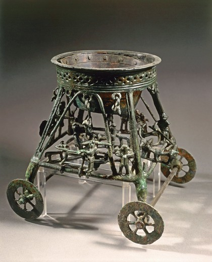 Small four-wheeled bronze chariot with human figures, from Bisenzio (Tuscany region, Italy) : Stock Photo