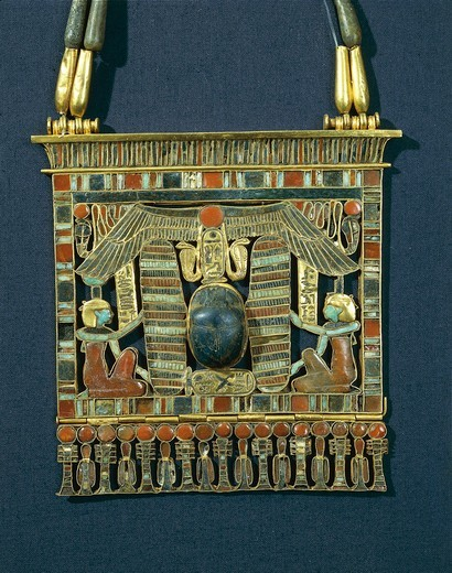 Treasure of Tanis, breastplate of Psusennes I made of gold, lapis lazuli and red jasper : Stock Photo