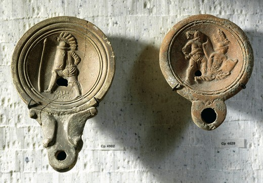 Terracotta oil lamps decorated with reliefs: gladiator (Valeri Hroci) training and gladiatorial combat : Stock Photo