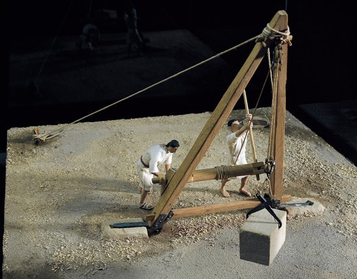 Model of crane lifting stone block of 700 kg, From De Architectura, by Vitruvius, Made by H. Lienhard, P. Andre F. Rossi : Stock Photo