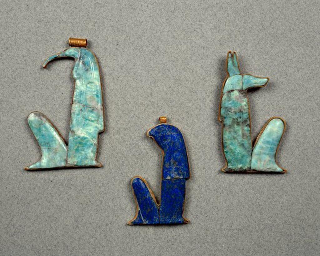 Stock Photo: 1788-20326 Amulets made of gold, lapislazuli and semi-precious stones with vulture, falcon and jackal heads, from Treasure of Tutankhamen