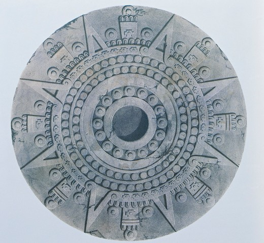 Tizoc sacrificial stone (Cuauhxicalli) depicting the movement of the stars from the Palace of the Eagle-Warriors, Templo Mayor, Tenochtitlan (16th century) by Carlos Nevel, drawing, 1838. : Stock Photo