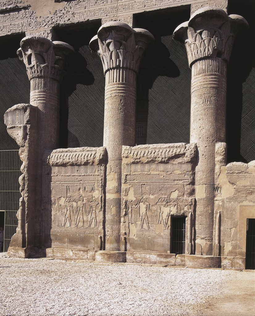 Egypt - Esna (Isna). Temple of Khnum. Greco-Roman Period, 160 BC-AD 250. Right of front building. Detail of architecture : Stock Photo