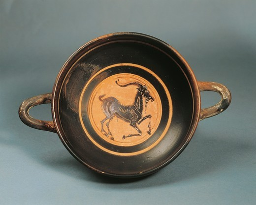 Greece, Laconia, Kylix (wine pottery) depicting a goat, painted by Hunt Painter : Stock Photo
