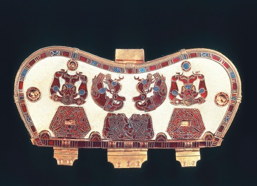 England, London, Gold bag hinge with enamel decorations, from the Sutton Hoo treasure, goldwork : Stock Photo
