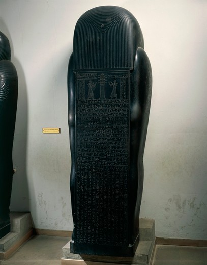 Egypt, Sais, Backside of mummy-shaped sarcophagus of the vizier Gemenefherbak, twenty-sixth dynasty, late period, circa 600 B.C., black basalt : Stock Photo