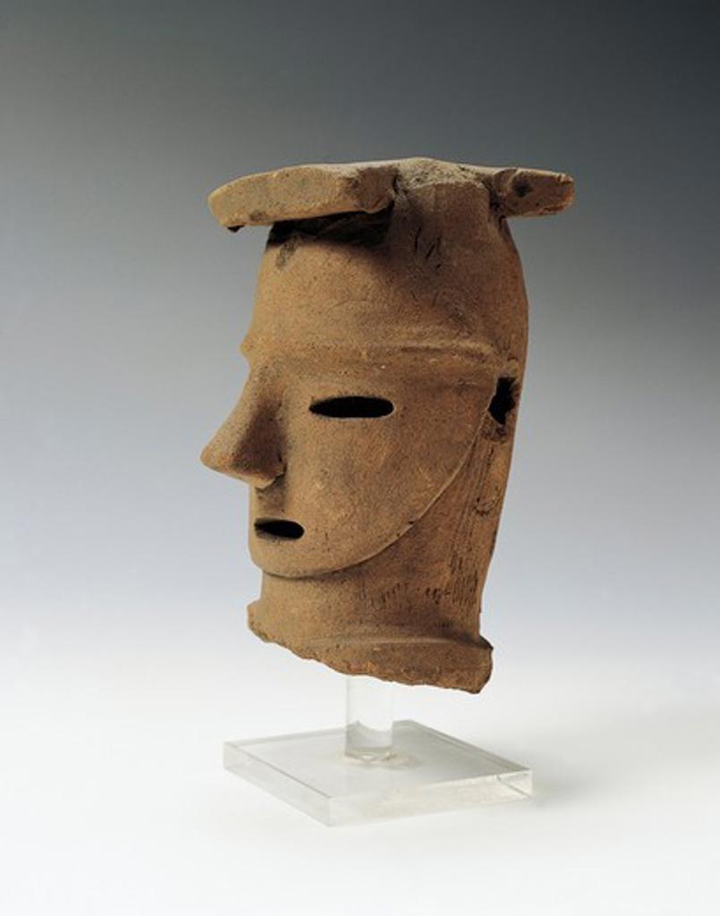Japan, Saitama, Haniwa (funerary statuette) head, Kofun period, terracotta : Stock Photo