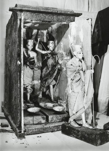 Stock Photo: 1788-23583 Egypt, Valley of the Kings, The discovery of the tomb of Pharaoh Tutankhamun (or Tutankhamen, circa 1340-1323 B.C.), ritual statuettes in their cases, 1922, Vintage photograph
