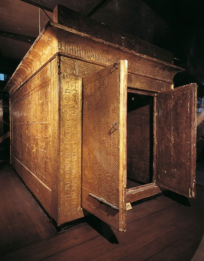 Golden cabinet from the third chapel of the tomb of Pharaoh Tutankhamun (circa1340-1323 B.C.), eighteenth dynasty : Stock Photo