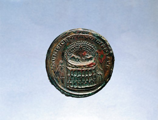 Stock Photo: 1788-23692 Coin depicting the Colosseum, imperial age