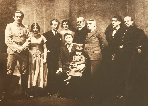 "Austrai, Vienna, Alban Berg (1885-1935) souvenir picture with performers of """"Wozzek"""" premiere at Oldenburg, 1929 : Stock Photo"