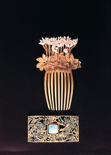 Stock Photo: 1788-24276 Comb with anemones by Rene Lalique (1860-1945)