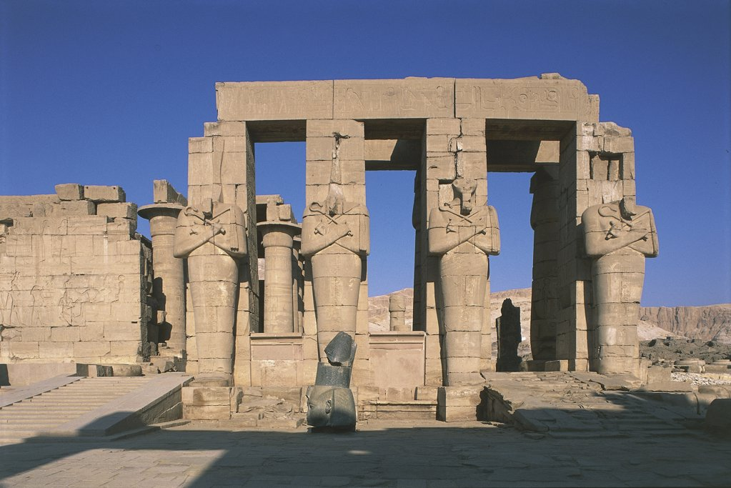 Egypt - Ancient Thebes (UNESCO World Heritage List, 1979). Valley of the Kings. Funerary temple of Ramses II 'Ramesseum'. Figures of Osiris at inner court pillars : Stock Photo
