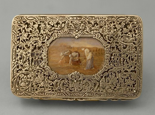 Silversmith's Art, Hungary 19th century. Decorated silver snuffbox with the coloured enamels reproduction of the painting The Gleaners of Francois Millet. : Stock Photo
