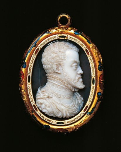 Stock Photo: 1788-26693 Goldsmith's art, Italy, 16th century. Jacopo da Trezzo (1515/1519 -1589), onyx double cameo set in enamelled gold, 1550-1557, cm. 4.2x3.35 cm. Front side with effigy of Philip II of Spain (1527-1598).