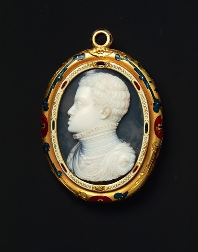 Stock Photo: 1788-26694 Goldsmith's art, Italy, 16th century. Jacopo da Trezzo (1515/1519 -1589), onyx double cameo set in enamelled gold, 1550-1557, cm. 4.2x3.35 cm. Back side with effigy of Don Carlos (1545-1568), Philip II of Spain's son.
