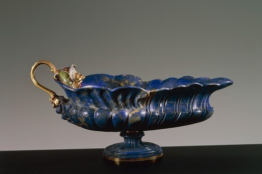 Goldsmith's art, Italy, 16th century. Hans Domes (active 1563-1601), Lapis lazuli, chiselled and enamelled gold, 10x21x13 cm. : Stock Photo