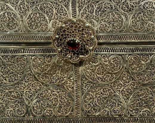 Stock Photo: 1788-27132 Silversmith's art, Portugal, 17th century. Silver filigree casket. Indo-Portuguese manufacture.