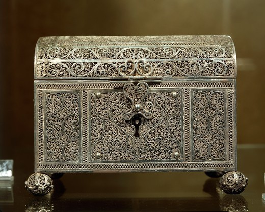 Silversmith's art, Portugal, 17th century. Silver filigree casket. Indo-Portuguese manufacture. Detail. : Stock Photo
