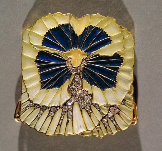 Stock Photo: 1788-27359 Goldsmith's art, France, 19th-20th century. Rene' Lalique (1860-1945), Plique a jour enamel, diamond and gold plaque shaped like a pansy, around 1900.